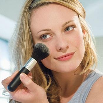 Comment faire un maquillage facile et rapide dès le matin