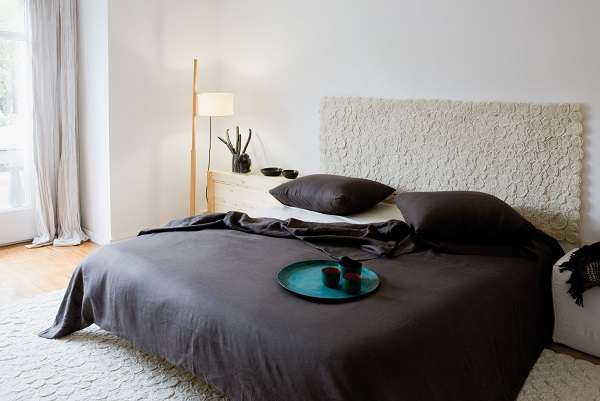 T te de lit la star de la chambre femme mag for Tete de lit confortable