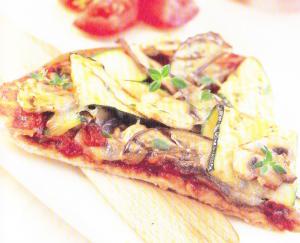 Pizza aux champignons, aubergines et courgettes
