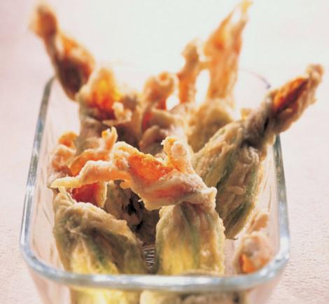beignets courgette - Beignets de fleurs de courgette farcies aux olives et aux pignons