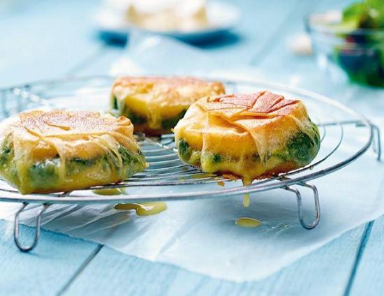 coussinets camembert - Coussinets de camembert aux pommes et aux épinards - Bricks