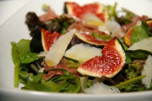 Salade de figues aux cerneaux de noix