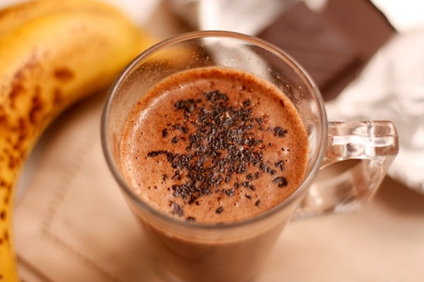 Le cocktail chaud de banane avec le chocolat