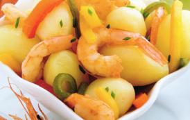 Petites pommes de terre aux crevettes et aux poivrons