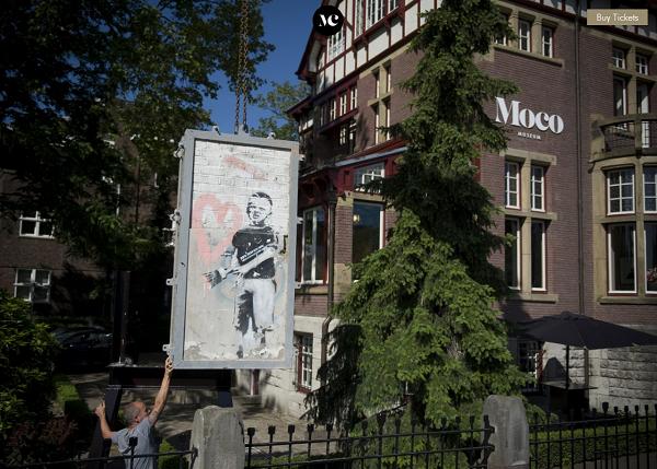 MOCOMUSEUM BANKSY   Copie fcd60 - Et si nous prenions le Thalys pour aller admirer cette oeuvre monumentale de Banksy à Amsterdam ?