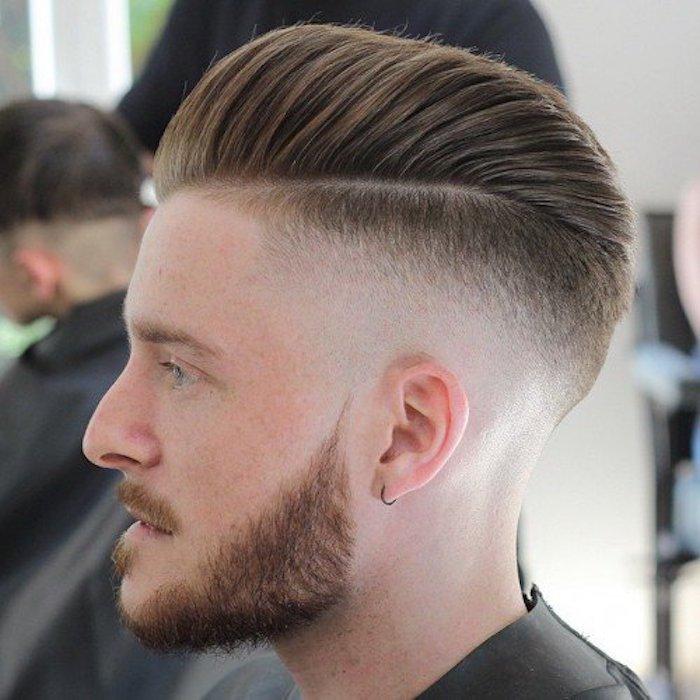 Dégradé à blanc moyen + coiffure aux cheveux courts texturés