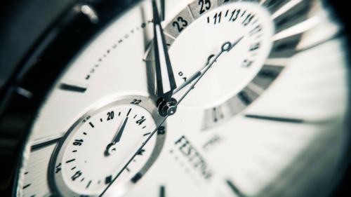 les femmes ont quelques exigences lors lachat dune montre 500x281 - Les femmes ont quelques exigences lors de l'achat d'une montre