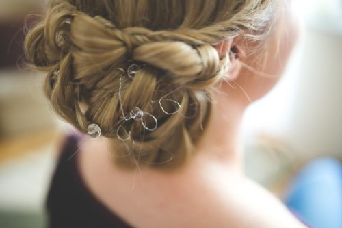 hair 791295 960 720 500x333 - Coiffure pour mariage : une solution simple et rapide