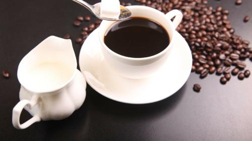 on succombe machine cafe encastrable 500x281 - On succombe à la machine à café encastrable !
