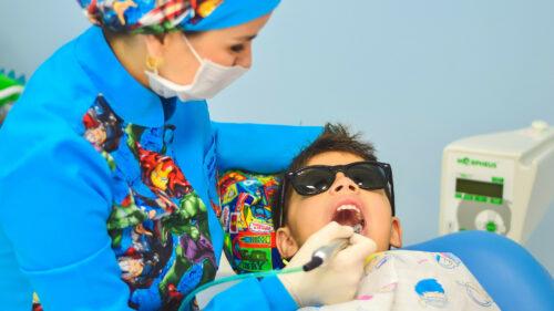 b38a7d0f744a1629f58417f521eedb71 500x281 - La rage de dents, une urgence à traiter sans tarder