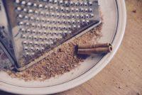 cinnamon 1360639 960 720 200x134 - Les 6 ustensiles indispensables dans une cuisine !
