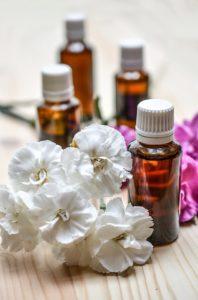essential oils 1433693 960 720 198x300 - Les huiles essentielles : 11 choses à savoir !