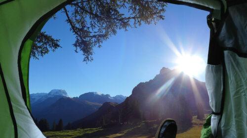cca57112a6b87bc406d3c3048aa83b17 500x281 - Le camping-car, pour des voyages aussi insolites que nature !
