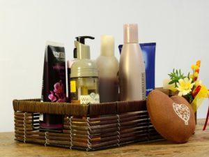 cosmetics 2389779 960 720 300x225 - 10 produits indispensables pour un rituel beauté et bien-être