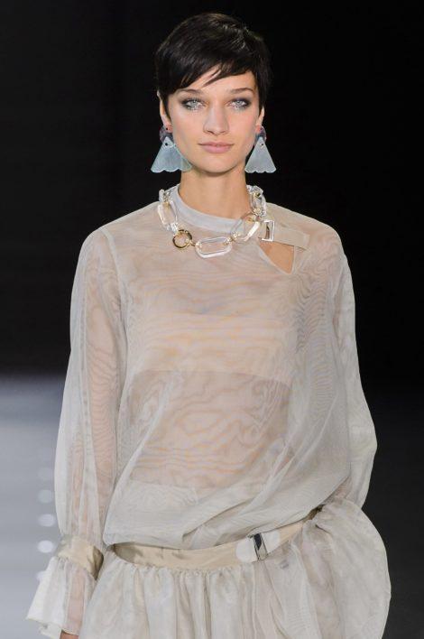 coupe pixie emporio armani e1526098254507 - Coiffez-vous avec une coupe courte femme - Coiffure Femme en 2020 2021