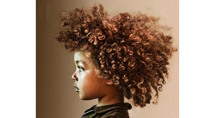 Coupe afro coiffure petit garçon métisse