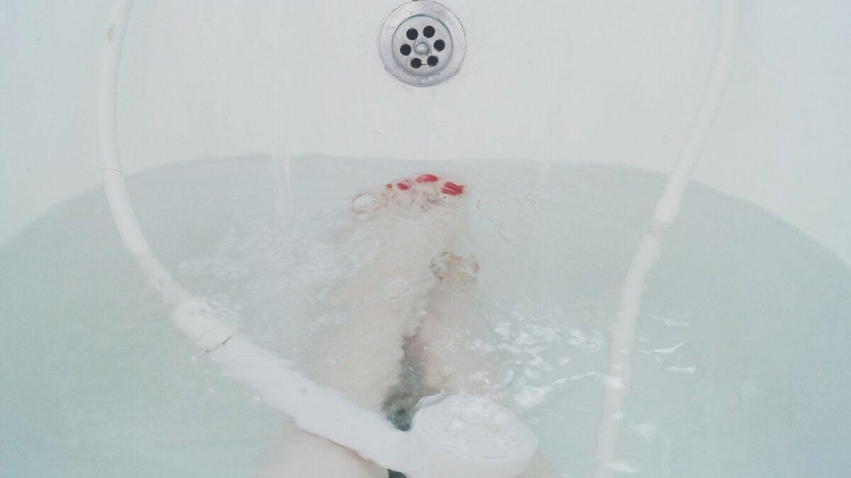 de415f449d5b5542364977b69398ee09 1200x675 - Une baignoire balnéo luxueuse s'invite dans votre salle de bain