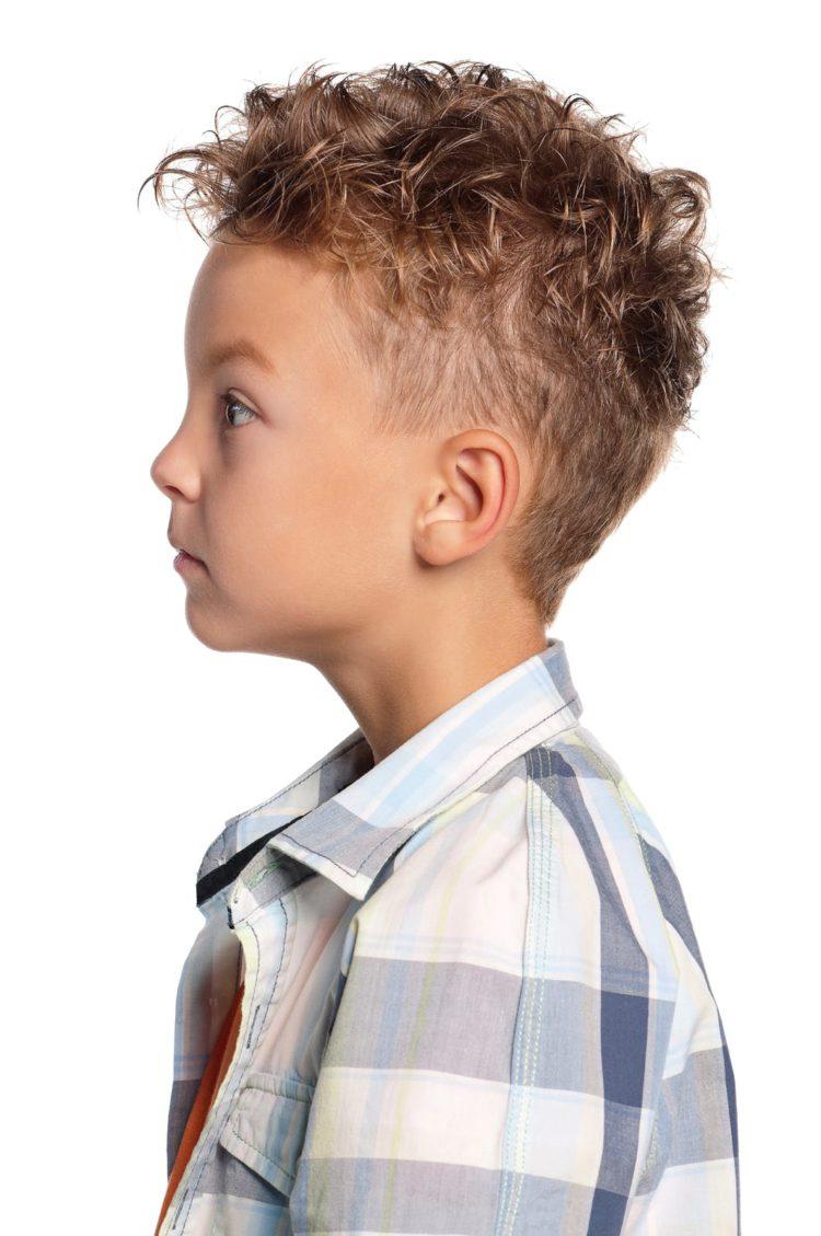 Coiffure dégradée pour coupe de cheveux ondulés