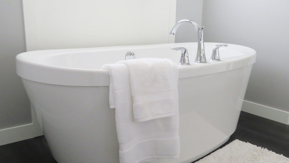 eb6e8598dadb7436675839f4643bce70 1200x675 - Continuer à se détendre dans sa salle de bain quand on prend de l'âge