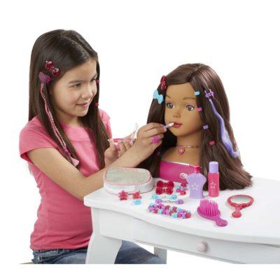 Tête à coiffer: jouet pour les enfants et accessoire pro pour les apprentis