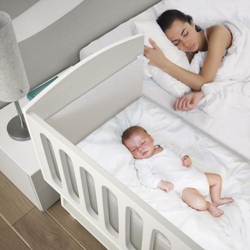 Adoptez un berceau cododo pour faire dormir bébé à côté de vous!