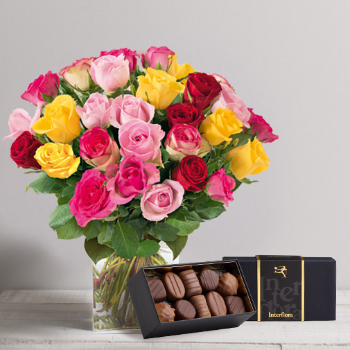 Brassée de roses multicolores avec son éciin de chocolat