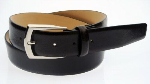 1317706da87e6b98ccd7510e5488e7bc 500x281 - Quels sont les accessoires indispensables dans une garde robe ?