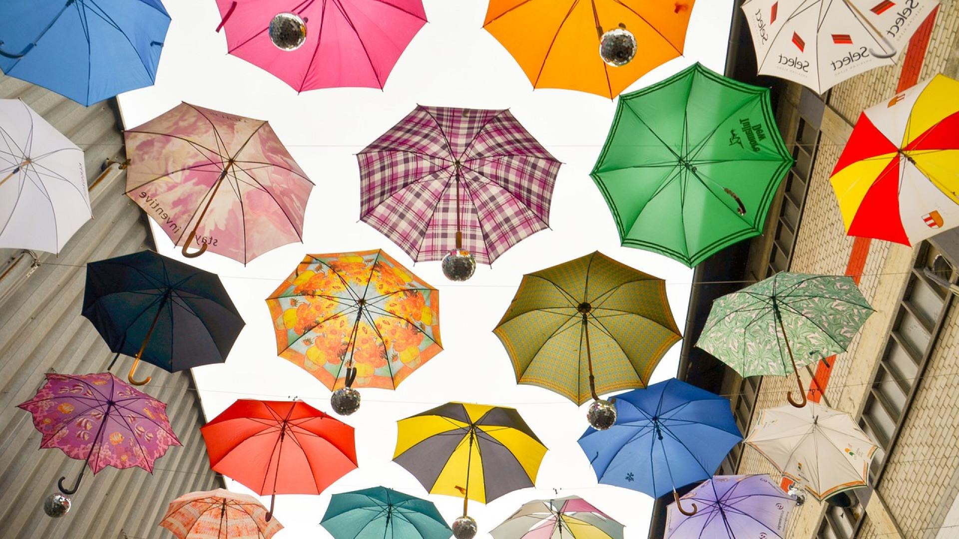 Pourquoi le parapluie inversé connait-il autant de succès ?