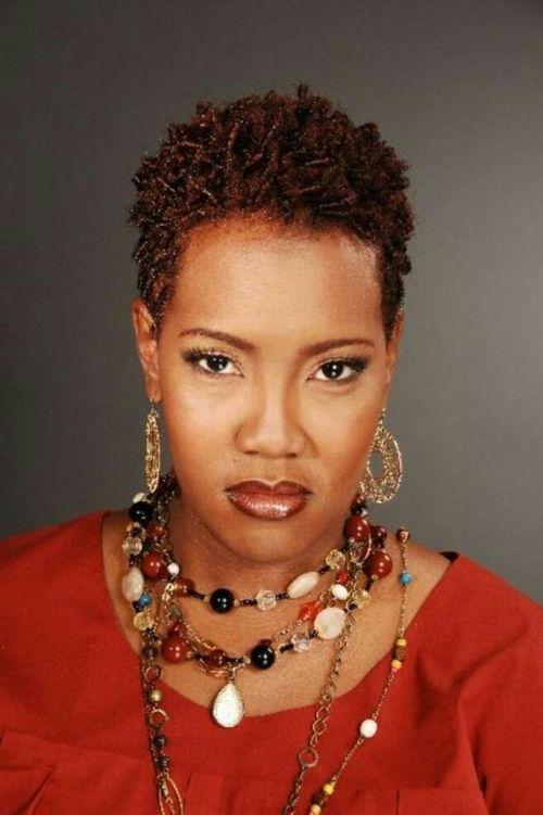 coupe courte femme afro etre belle 40 - Modèles de coiffure coupe courte femme afro