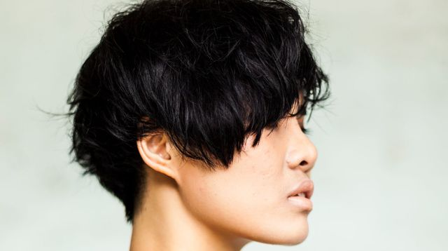 femme aux cheveux courts coupe pixie etre belle - Coupe courte androgyne ou garçonne - Look Boyish