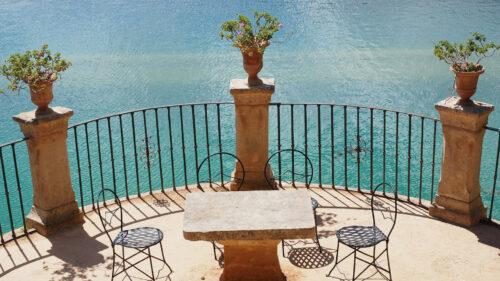178db128e7acbe30e9cd9929180680f2 500x281 - Un chaise de bistro pour booster la décoration de votre terrasse