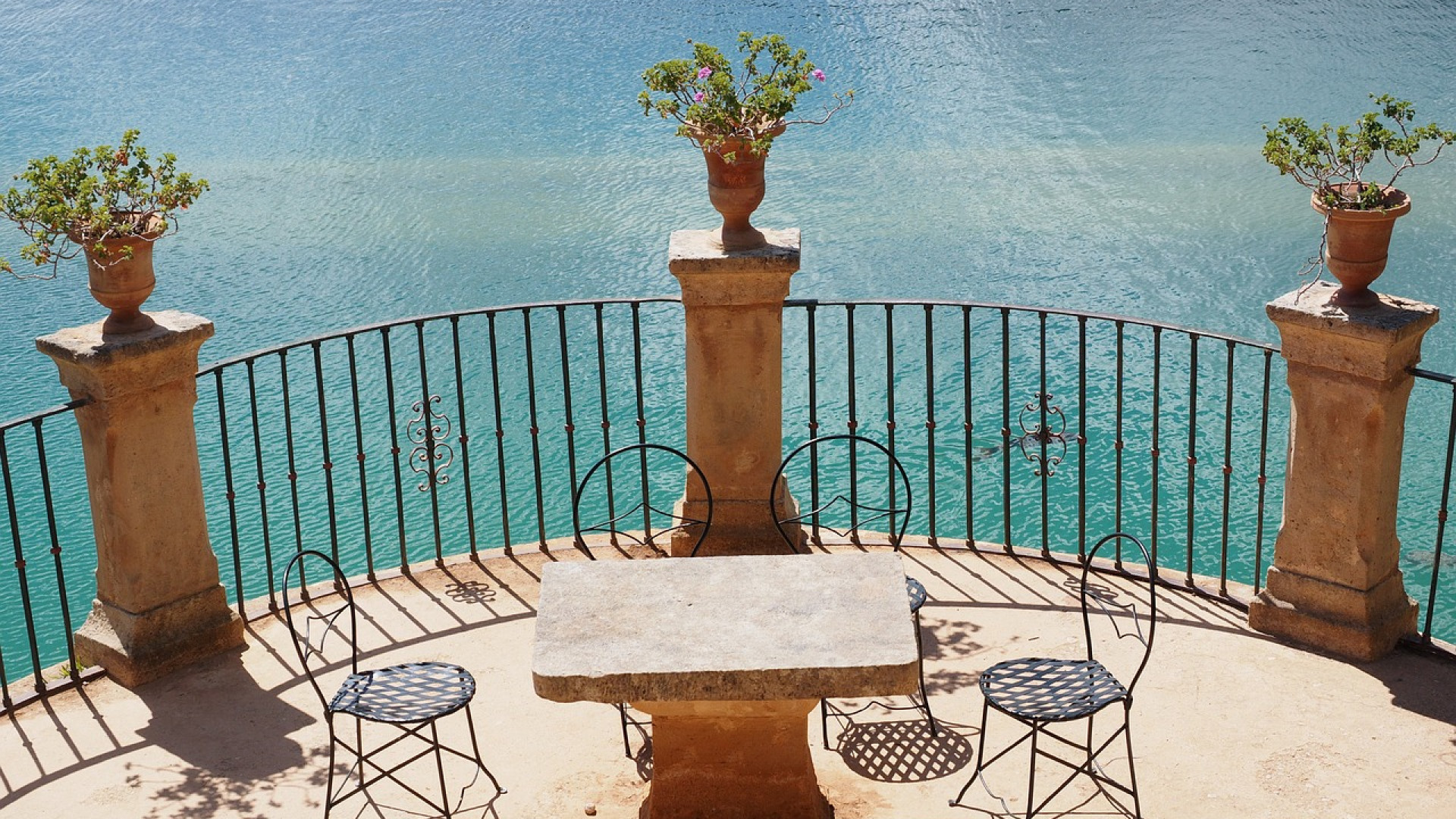 Un chaise de bistro pour booster la décoration de votre terrasse
