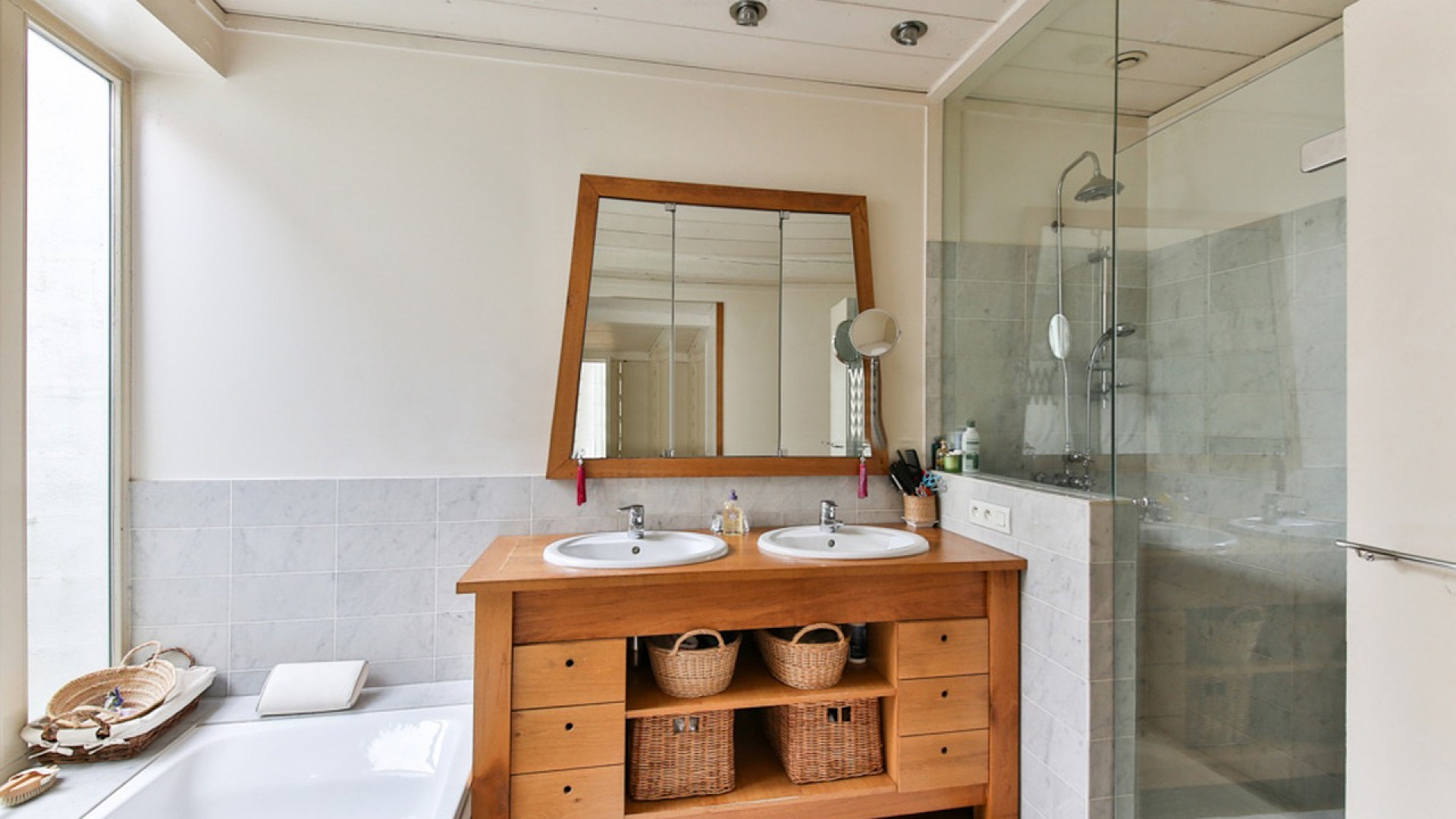 Pourquoi installer une salle de bain en teck?