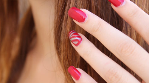 9336e1bc7c87424927b5e7ec2eb53f49 500x281 - Prendre soin de soi jusqu'au bout des ongles !