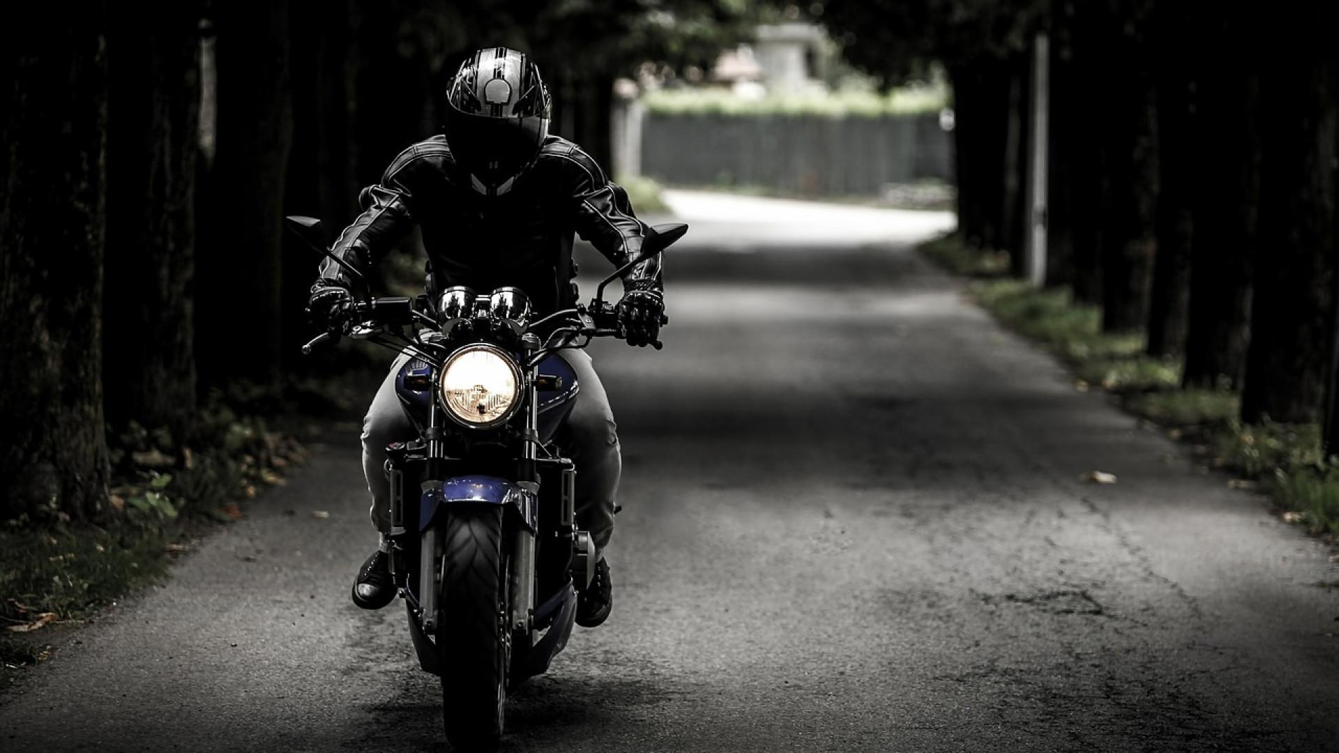 Comment se débrouiller lors d'une crevaison à moto ?