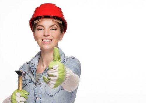 woman 2759503 960 720 500x353 - La tenue idéale pour nos parfaites bricoleuses