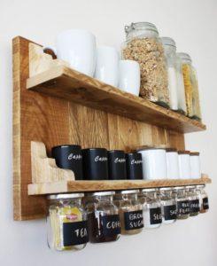 etageres2 245x300 - L'art du rangement pour petite cuisine : 10 astuces