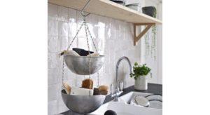 passoire 300x164 - L'art du rangement pour petite cuisine : 10 astuces