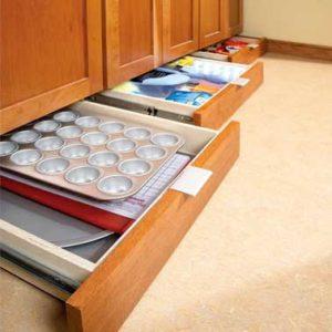 plynthes 300x300 - L'art du rangement pour petite cuisine : 10 astuces