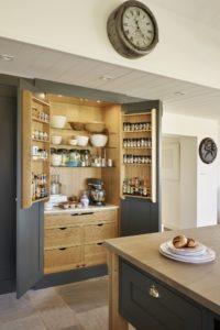 porte1 200x300 - L'art du rangement pour petite cuisine : 10 astuces