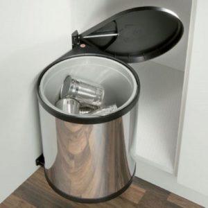 poubelle2 300x300 - L'art du rangement pour petite cuisine : 10 astuces