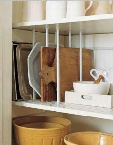tringle3 234x300 - L'art du rangement pour petite cuisine : 10 astuces