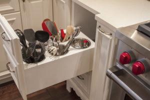 ustensil1 300x200 - L'art du rangement pour petite cuisine : 10 astuces