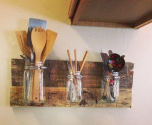 ustensil3 300x246 - L'art du rangement pour petite cuisine : 10 astuces
