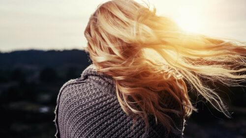 ebe856f717d3fa854ab1c49e41cef991 500x281 - Comment choisir ses extensions de cheveux?