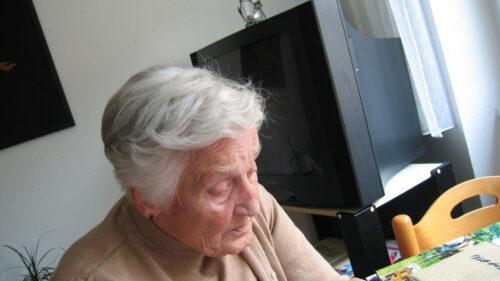 259a539f46f990d2523ebe9764f5de9b 500x281 - Maison de retraite: comment bien choisir sa résidence?