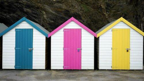beach hut 1933938 640 500x281 - Construction de cabanes : quels sont les différentes étapes ?