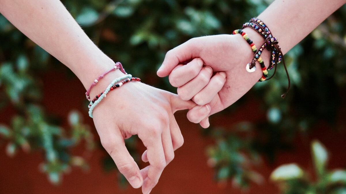 128d0705d5db58daa8d0ec95e16f5da4 1200x675 - Les meilleurs bijoux fantaisie pour sublimer vos tenues