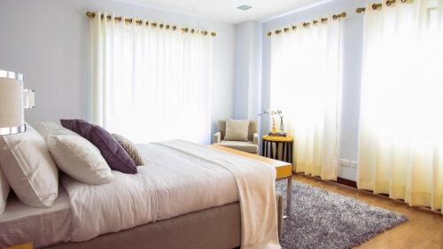 549aab53bedbb2ffc091eab7ce00d0a9 500x281 - Quels tarifs pour le lavage de rideaux de rideaux à Paris ?