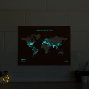 carte du monde carte fluor et nocturne woody map fluor 300x300 - Tendance déco : les cartes décoratives